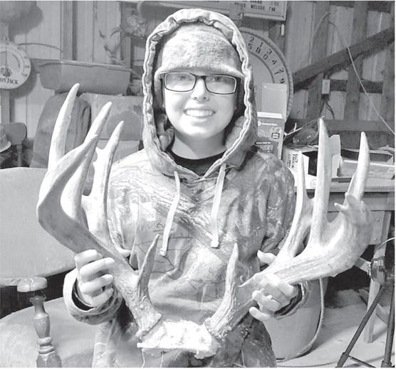 Marathon girl fighting cancer takes down trophy buck