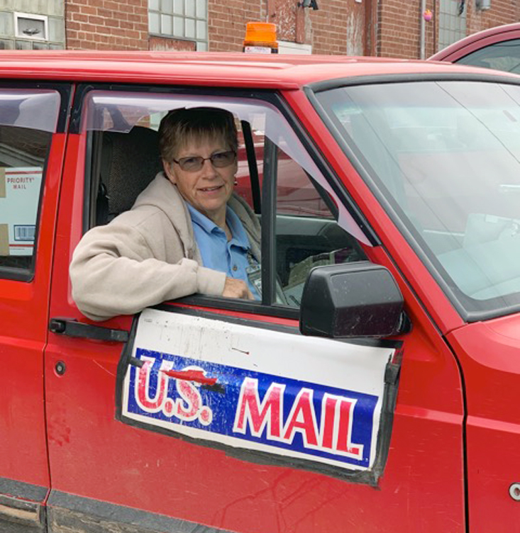 Cadott mail carrier makes her final Route 1 delivery