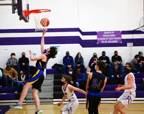 Chieftains scoring barrage holds off Chiefs for victory